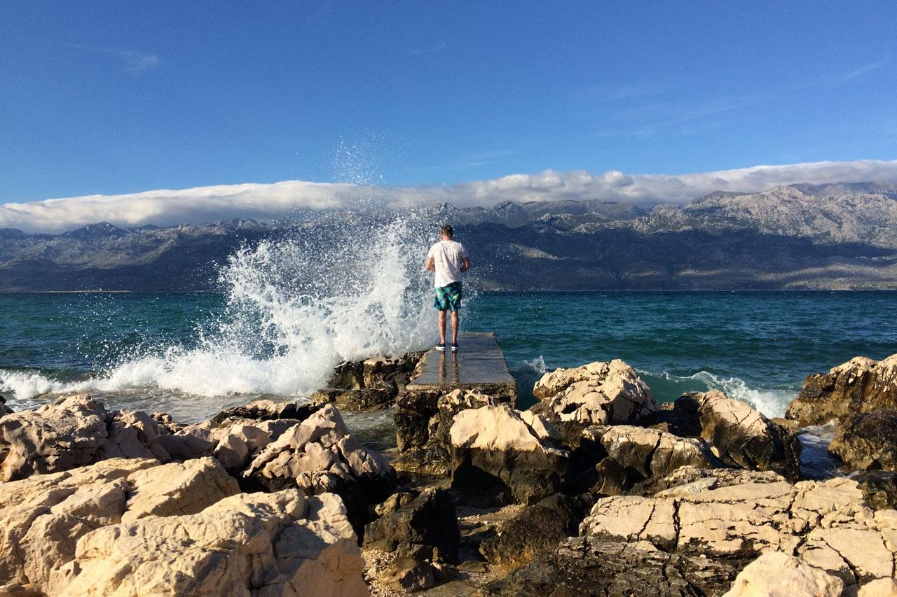 Das Meer direkt vor dem Camp, gegenüber liegt direkt ein riesiges Gebirge. Razanac - eine der schönsten Ecken Kroatiens haben wir nur durch Zufall entdeckt!