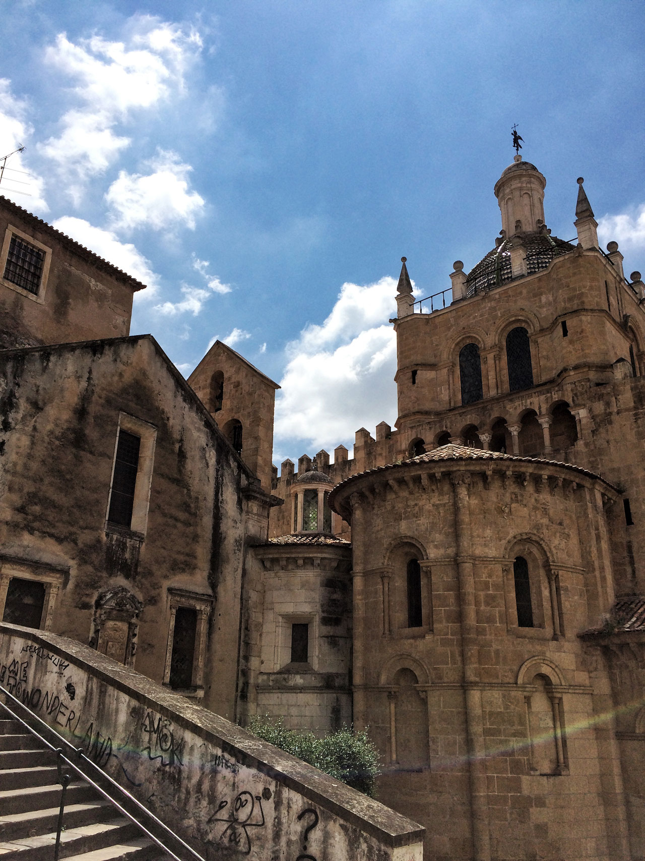800 × 600Die Bilder sind eventuell urheberrechtlich geschützt Sé Velha in Coimbra - Portugal