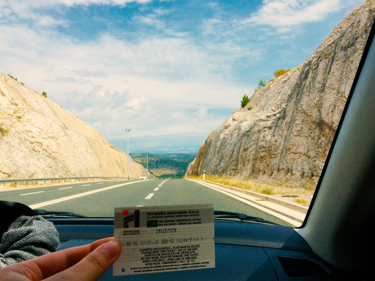 Unser erstes Maut-Ticket! Erhalten in Kroatien.