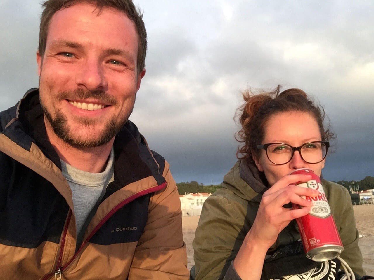 Dosenbiermomente am Strand von Nazare Portugal