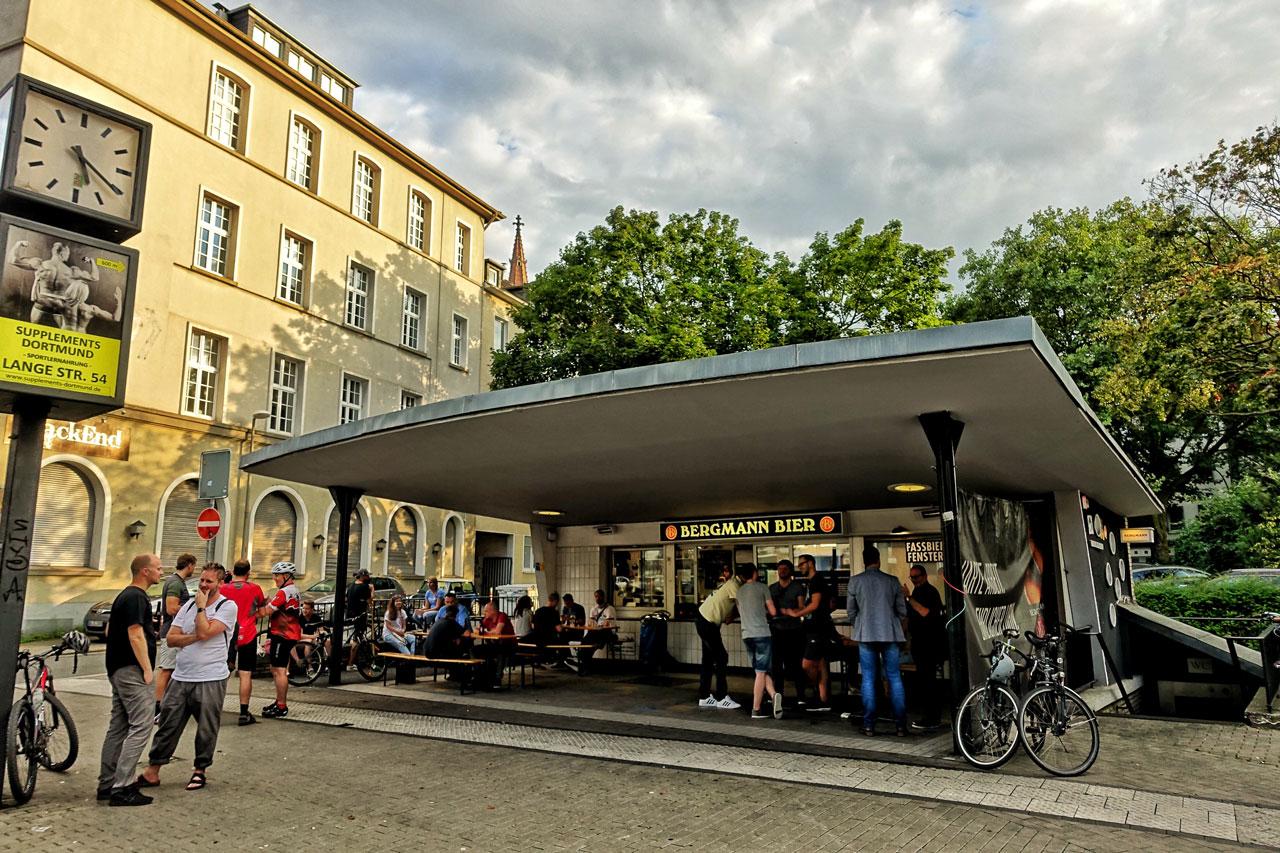 Zum Feierabend und besonders am Wochenende ist am Bergmann-Bier-Kiosk immer richtig was los.
