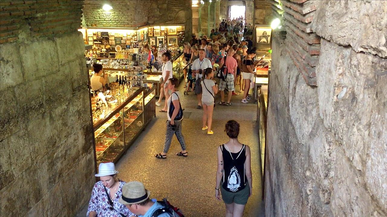 Markt im Keller des Diokletianpalastes in Split