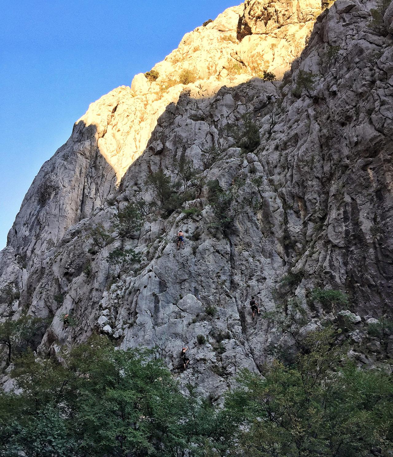 Kletterer im Paklenica Nationalpark in Kroatien