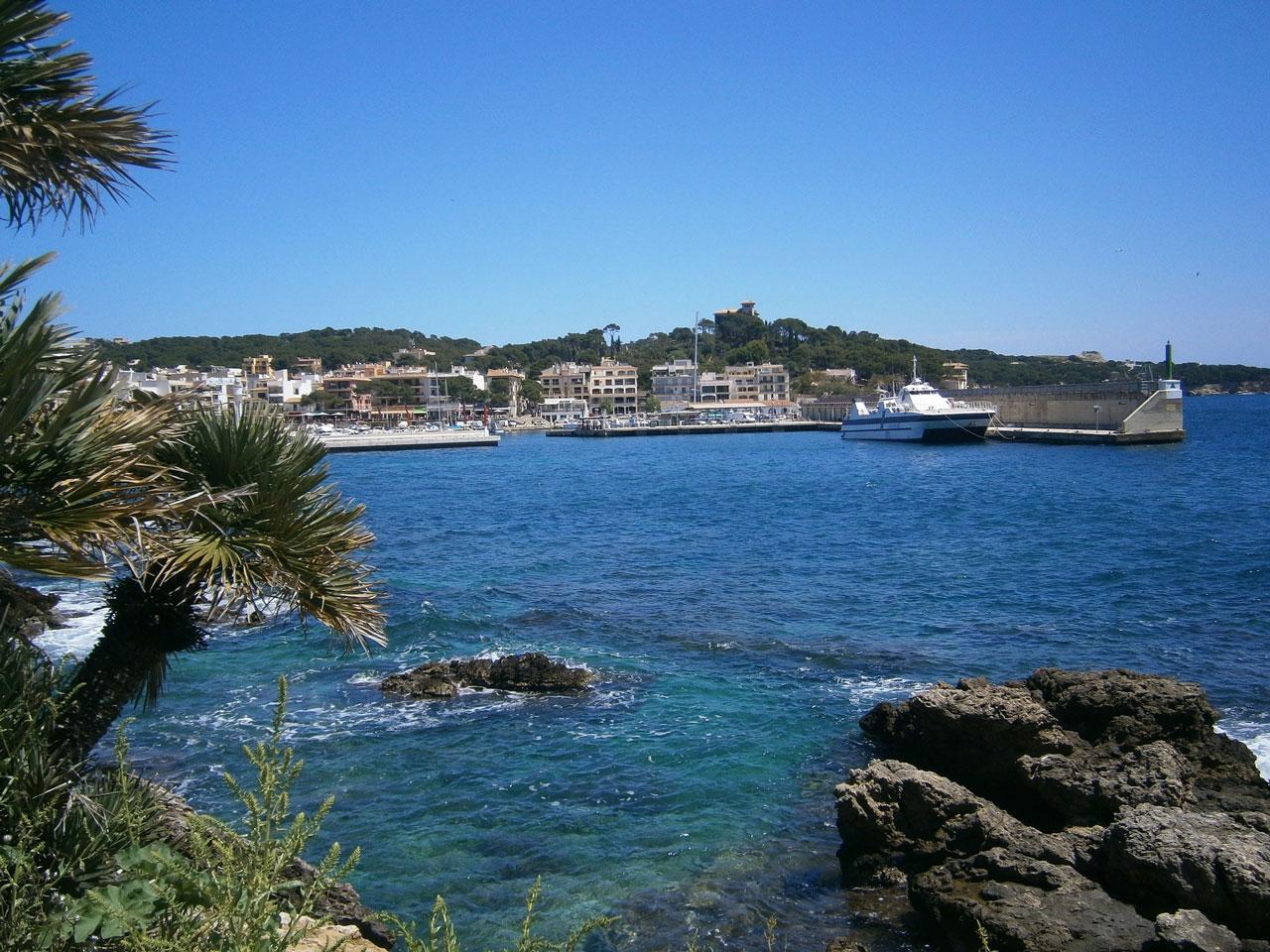 Der Hafen von Cala Rajada auf Mallorca.