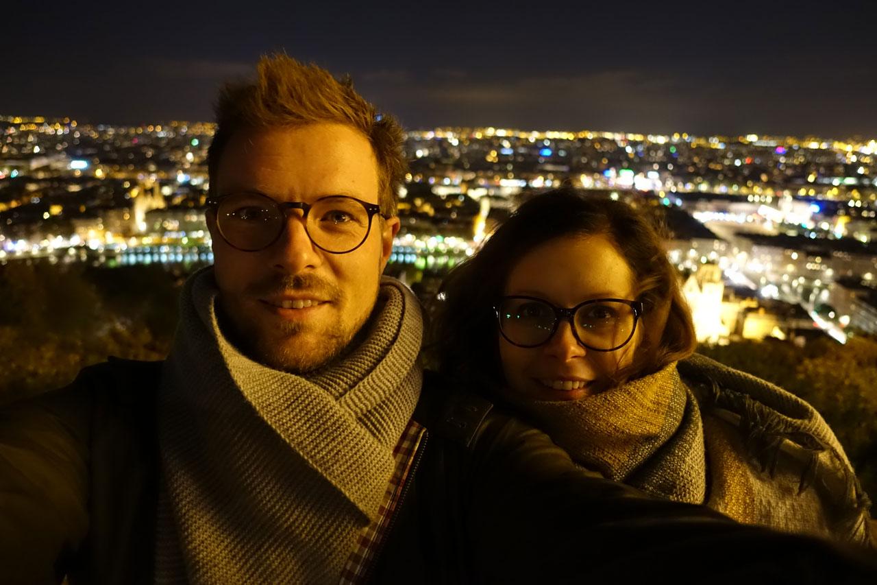 Blick auf Lyon bei Nacht