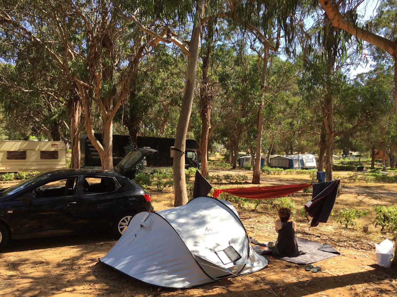 Algarve Campingplatz Zelt und Hängematte Portugal