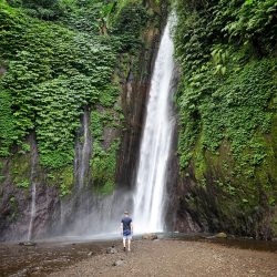 Wasserfall in Munduk: Red Coral