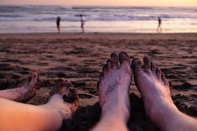 Füße im Sand -Canguu, Bali