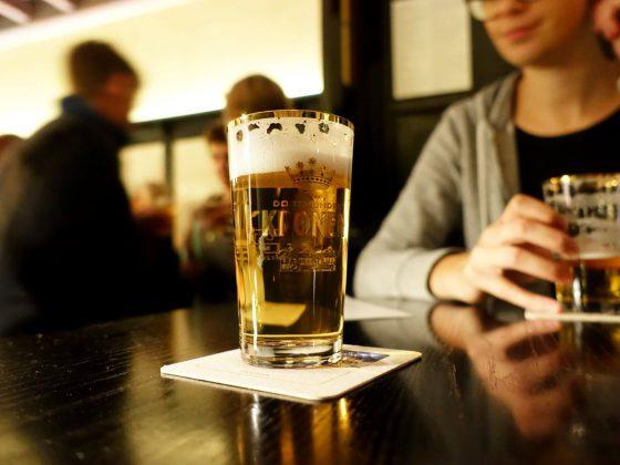 Stößchen Bier im Schlips Dortmund