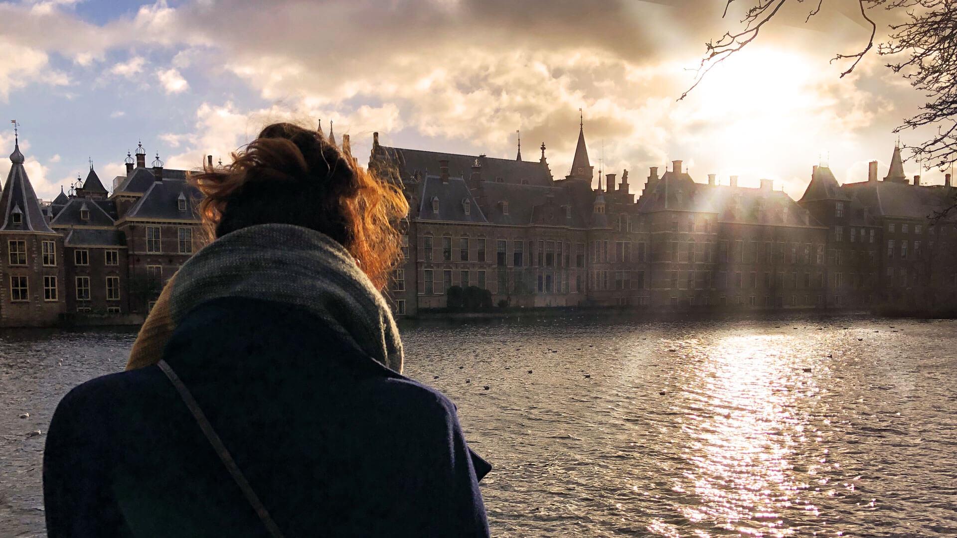 Binnenhof in Den Haag im Sonnenuntergang