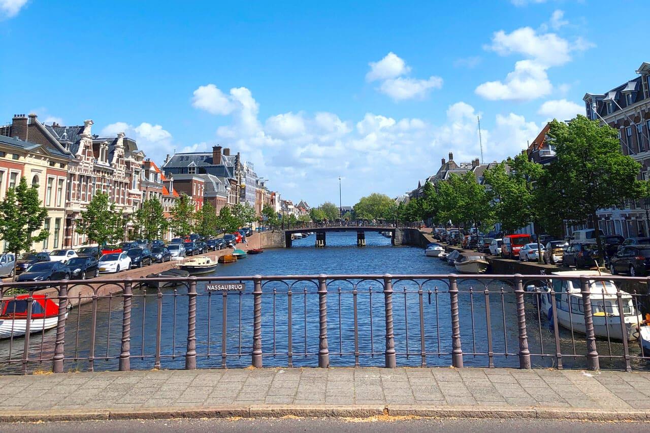 Gracht in Haarlem in Holland