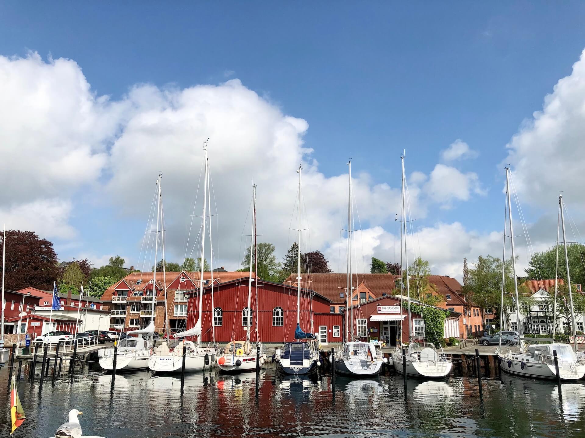 Der Hafen von Eckernförde mit Booten